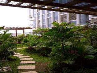 Jambuluwuk Malioboro Hotel Yogyakarta - Taman kecil di lantai 3