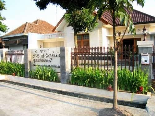 De Tropis Guest House Bandung - Eksterior