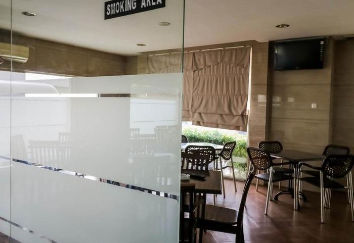 NIDA Rooms Lapangan Medan Petisah Medan - Merokok