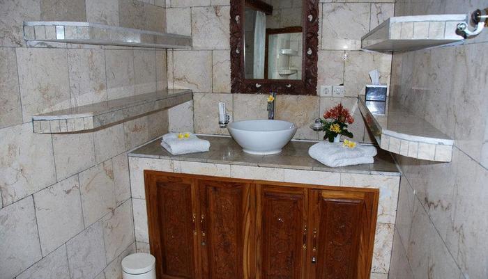 Melka Excelsior Hotel Bali - Deluxe Bathroom
