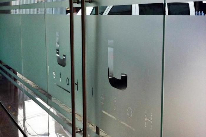 J Hotel Medan - Pintu masuk