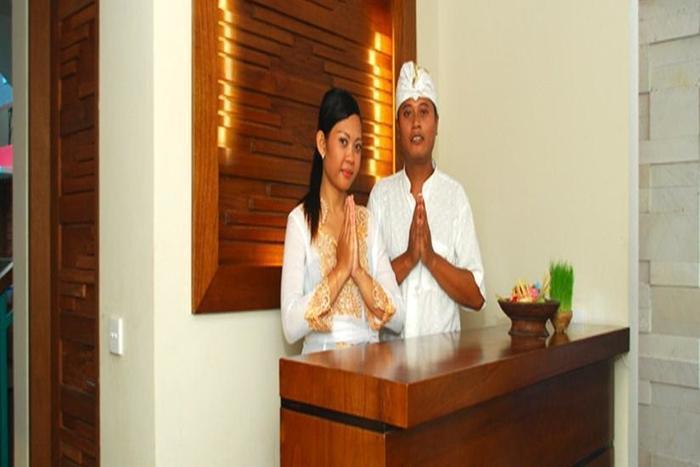 The Green Zhurga Bali - Resepsionis