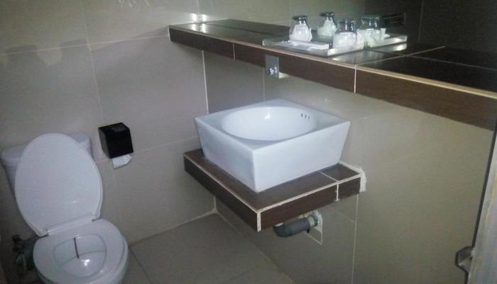 Papa Ho Hotel Bogor - Deluxe bathRoom