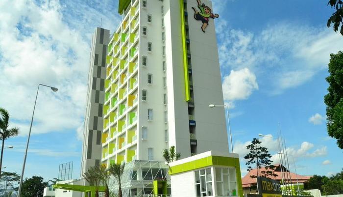 Max One Hotel Bandung - Pintu masuk utama