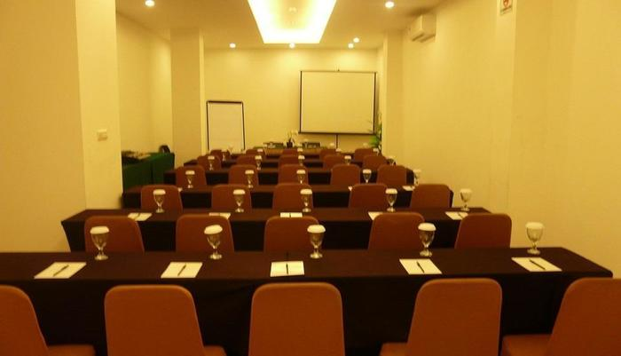 Top Hotel Manado - Ruang Rapat