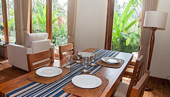 Dewarka Villa Bali - Ruang makan di dalam kamar 1