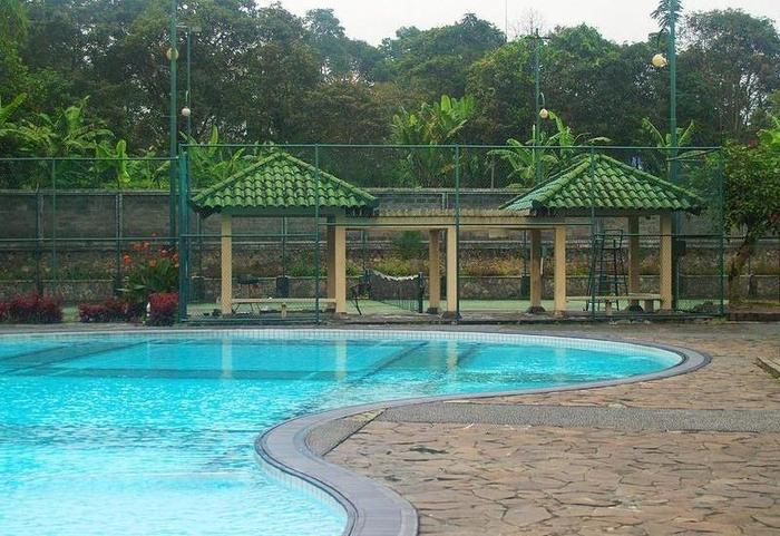 Bumi Ciherang Hotel Cianjur - Swimming Pool