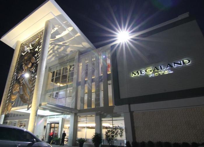 Move Megaland Hotel Solo - Luar Hotel