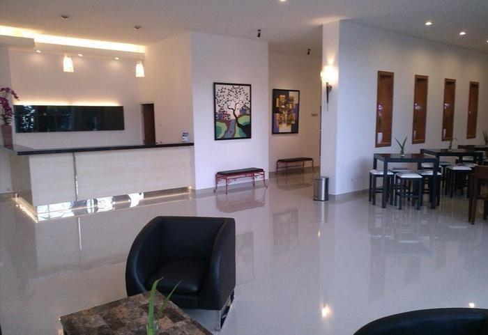 Hotel Transit Pasuruan - Resepsionis