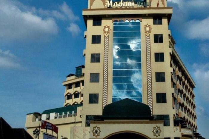 Hotel Madani Syariah Medan - Tampilan Luar Hotel