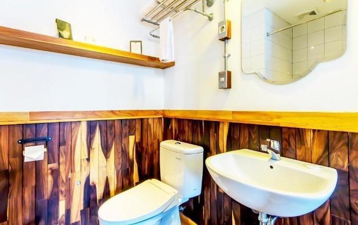 Oliver's Hostelry Bandung - Bathroom