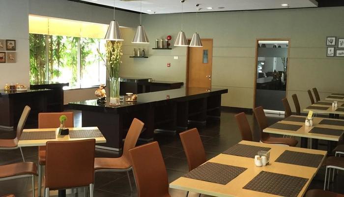 Triniti Hotel Jakarta - Restauran