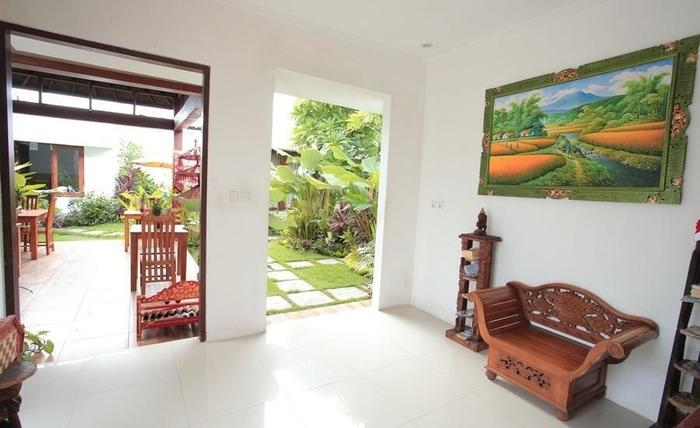 RedDoorz near Lio Square Bali - Interior