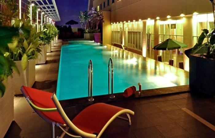 Hotel HARRIS Kelapa Gading - Swimming Pool