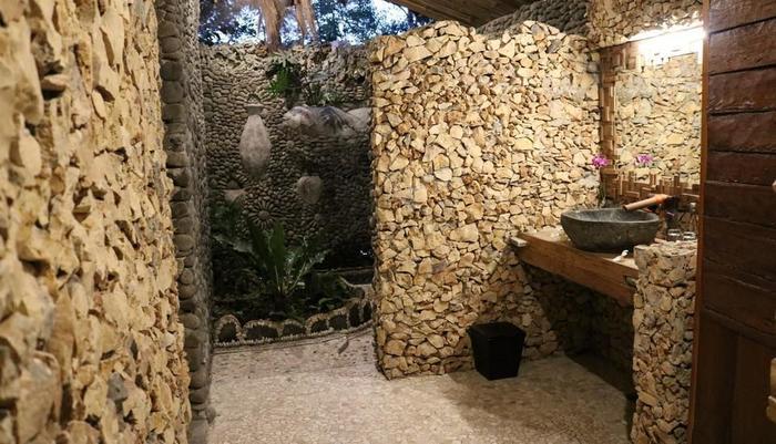 Rajaklana Resort Villa And Spa Jogja - Bathroom