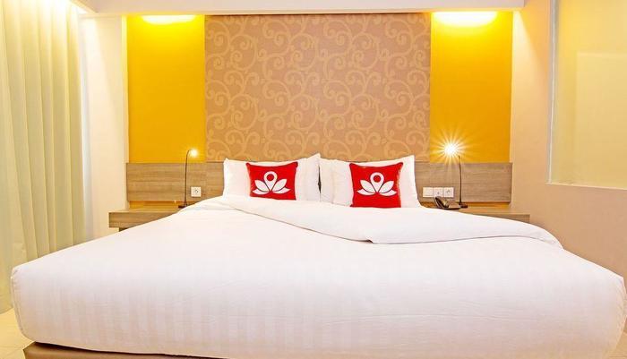 ZenRooms Bunut Sari Legian - Tampak tempat tidur double