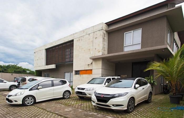 RedDoorz near Lippo Village Jakarta - Eksterior