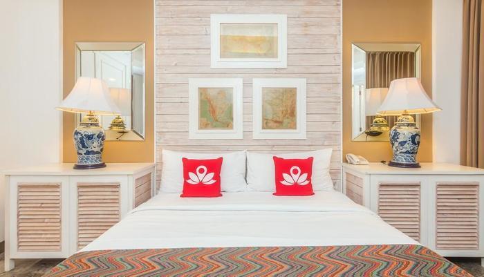 ZEN Premium Petitenget Umasari Bali - Tampak tempat tidur double