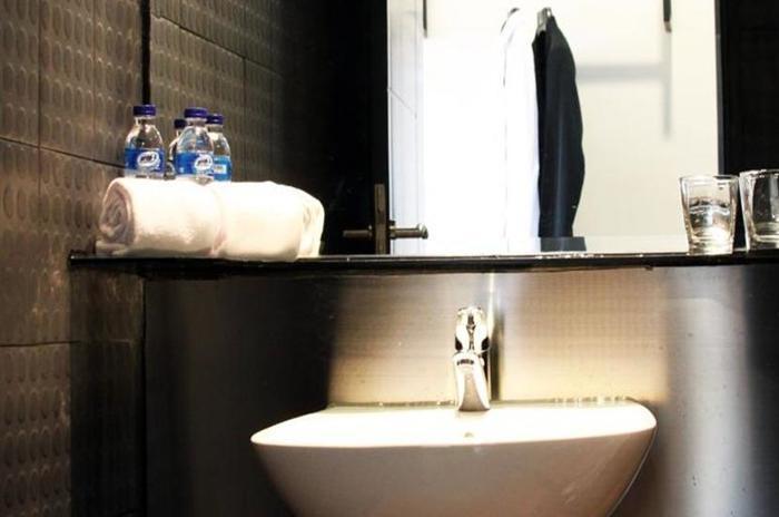 Yellow Bee Hotel Tangerang - Kamar mandi
