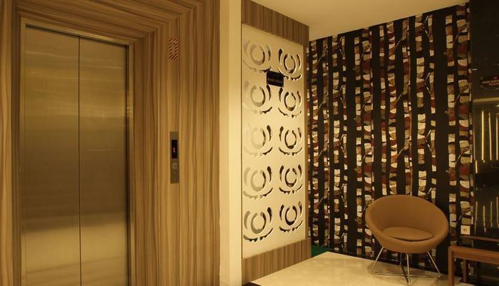 Deivan Hotel Padang - Interior