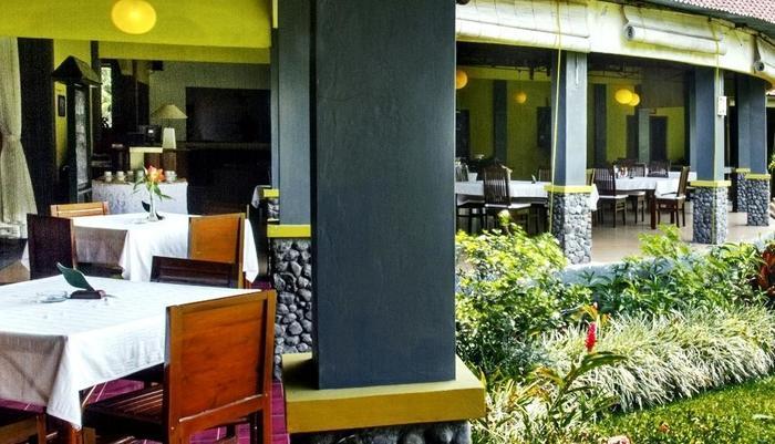 Margo Utomo   - Restaurant garden view