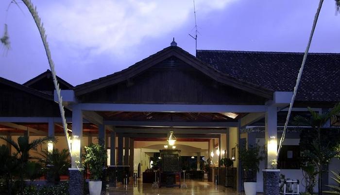 Margo Utomo   - Exterior