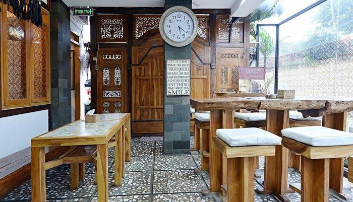 ZenRooms Cibogo Pasteur - Restoran