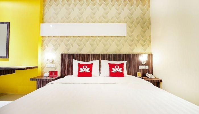 ZenRooms Near Purimas Batam Centre Batam - Tampak tempat tidur double