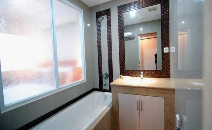 Grand Kasira Hotel Kemang - Kamar mandi