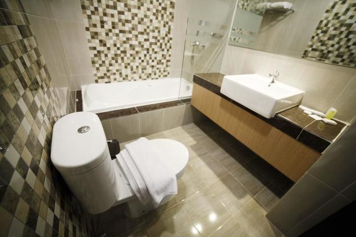 Hotel Harmoni Tasikmalaya - Bathroom