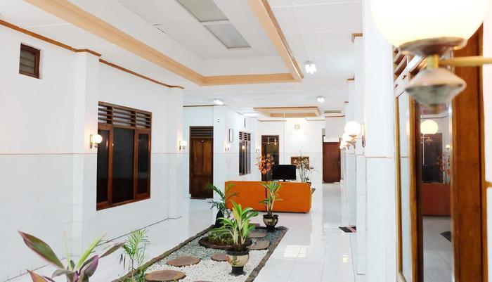 Simply Homy Guest House Condong Catur Yogyakarta - Living Room
