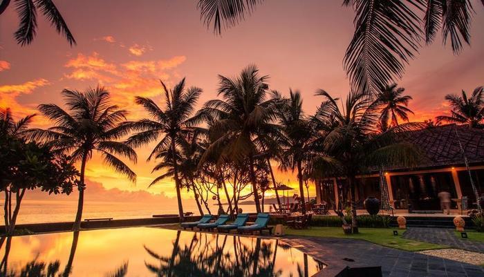 Nirwana Resort Bali - Matahari terbenam