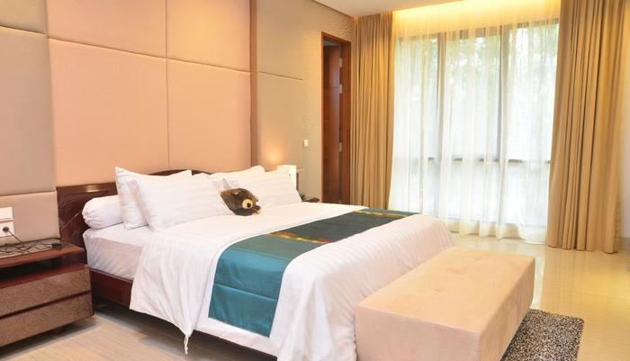 3 BR With Pool Villa Dago City Views Bandung - Bedroom