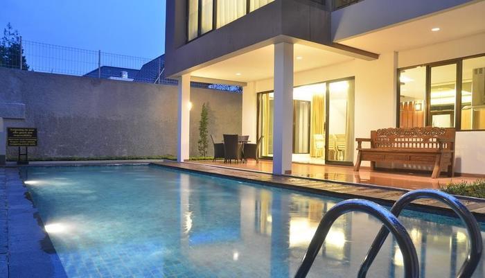 3 BR With Pool Villa Dago City Views Bandung -  Private Pool