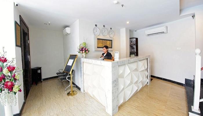 The One Hotel Makassar - Receptionis