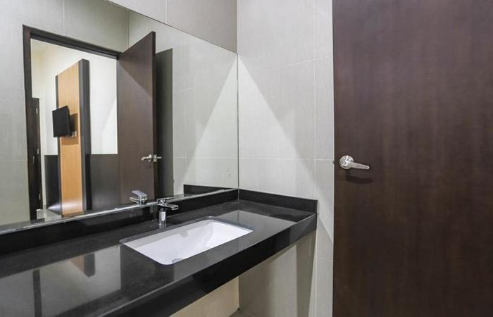 Dormitory Tourism Mirah Banyuwangi Banyuwangi - Bathroom
