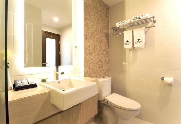 Core Hotel Bonnet Surabaya - Kamar mandi