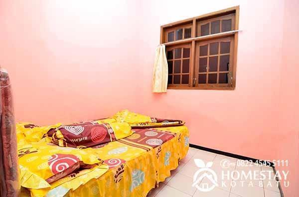 Dewata Homestay Malang - Kamar 1