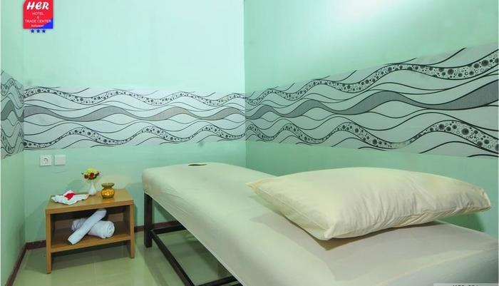 Her Hotel & Trade Center Balikpapan - Spa Room