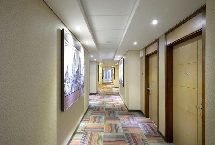 Midtown Xpress Demangan Jogja - Interior Detail