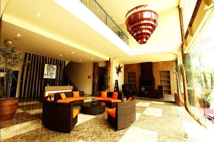 Royal Safari Garden Resort & Convention Bogor - Lobby Sitting Area