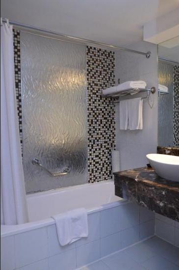 Somerset Surabaya Hotel Surabaya - Bathroom