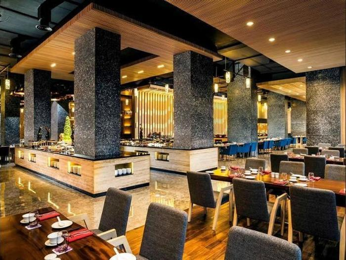 Grand Mercure Kemayoran Jakarta - Dining
