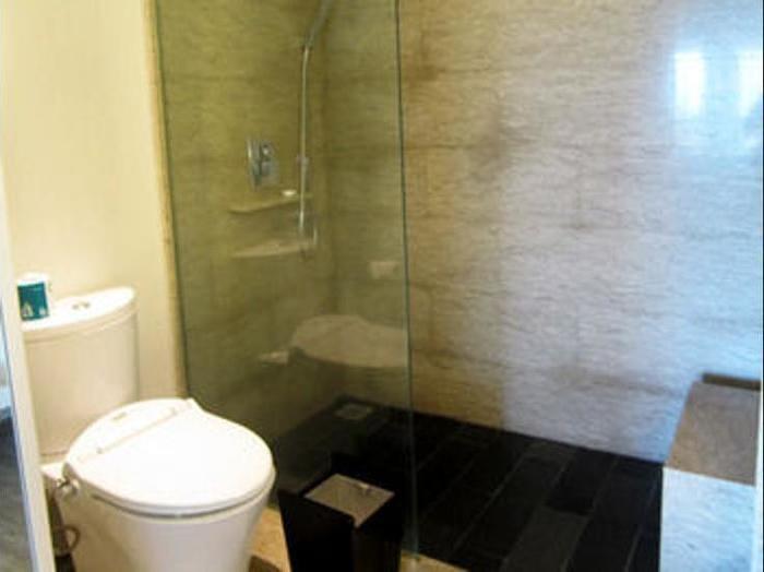 Sensa Hotel Bandung - Bathroom Shower