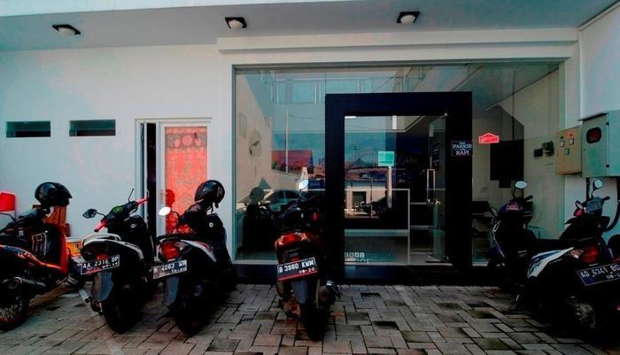 RedDoorz near Lawang Sewu -
