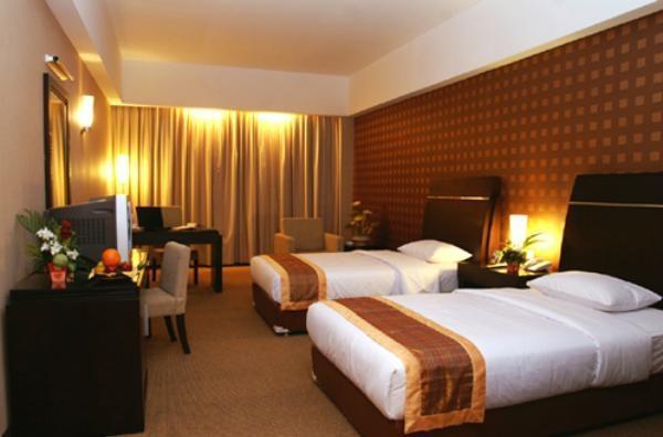 Grand Elite Hotel Pekanbaru - Kamar Tamu