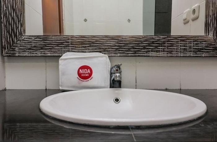 NIDA Rooms Tambak Sari 29 Denpasar Bali - Kamar mandi
