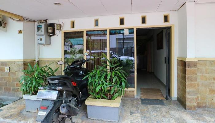 Wisma Riau Lancang Kuning Jakarta - Hotel entrance