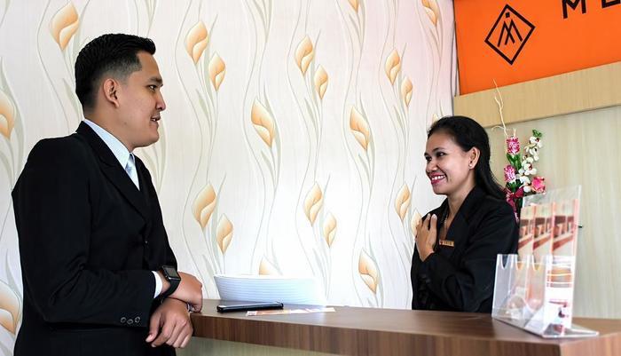 Mel's Inn Manado - Reception 24 hour