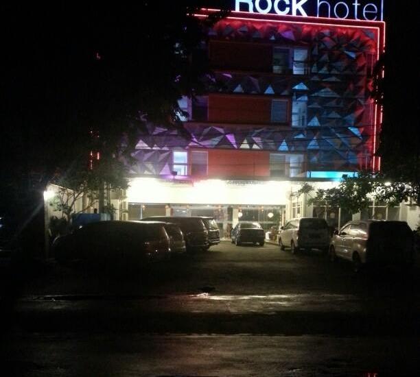 Rock Hotel Surabaya - Tampilan Luar Hotel